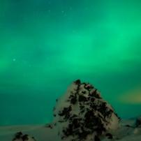 アイスランドの魔法にかけられたようなオーロラ
